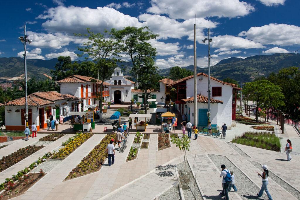 ANT-1.08_-Antioquia_s-Capitals-Medellin-y-Santa-Fe-de-Antioquia.Pueblito-Paisa.portfolio1-1024x683